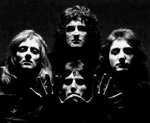 queen(_4heads_fm_hands_500